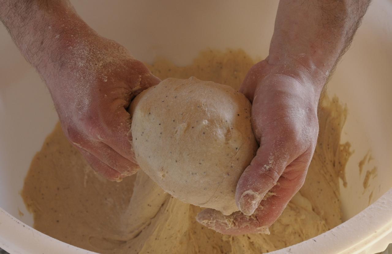 Détail mains et pâte